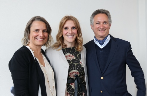 Chiara Gatti al centro curatrice della mostra Luigi Pericle 1916 2001_Beyond the visible insieme a Greta e Andrea Biasca Caroni dell'Archivio Luigi Pericle di Ascona